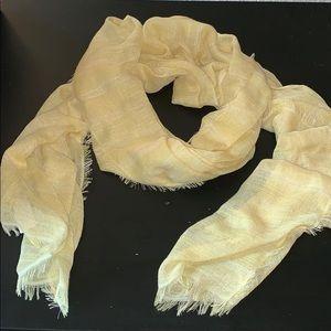 Gap pale yellow lightweight scarf.